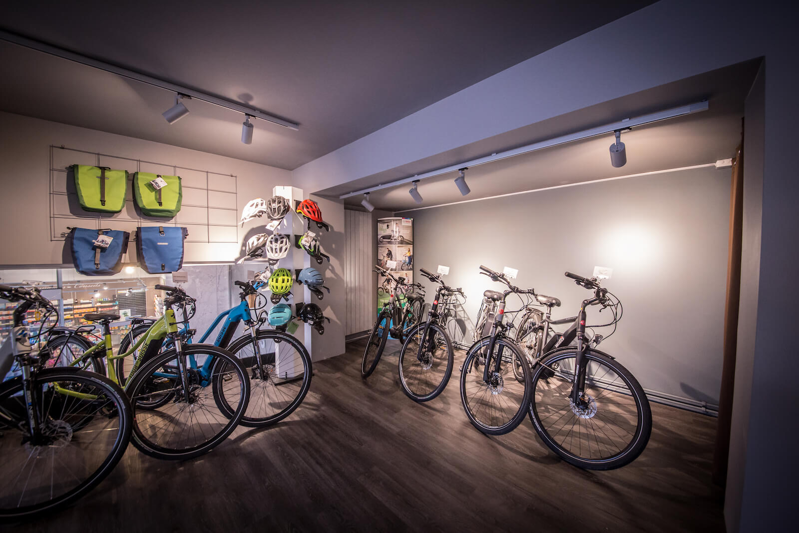 Premier étage du magasin Charly's Bike Store à Genève